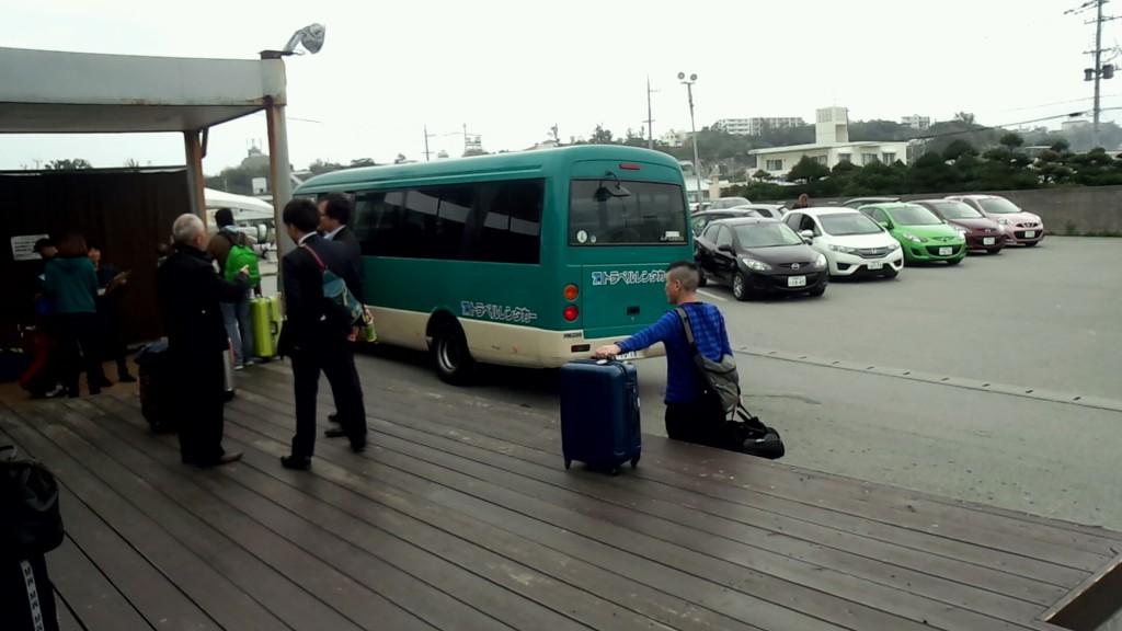 レンタカー会社の送迎バス